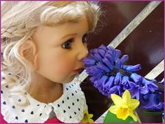 Frühlingsduft / Smell of Spring (ursula.valtiner) Tags: puppe doll bärbel künstlerpuppe masterpiecedoll blumen flowers frühling spring duft smell hyazinthe hyacinth