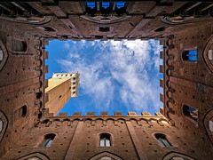 torre del mangia (Sabinche) Tags: torredelmangia siena tuscany italy olympus sabinche