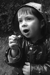 120409 ejHU 190114 © Théthi (thethi: pls read my first comment, tks) Tags: enfance enfant people découverte apprentissage nature animal escargot jardin bruxelles brussels belgique belgium bw nb setbwsepia faves47