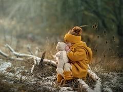 warm kisses (agirygula) Tags: bear childwithbear senf yellow childhood winter wintertime january 2019 children childphotography cpc snow frost fashion