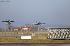 E74A0738 (u.wittwer) Tags: fa18 hornets hornet swissairforce luftwaffe schweizerluftwaffe airbasepayerne airbase kampfjet doppellandung