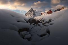 Hamnoy Lofoten (Pablo RG) Tags: noruega lofoten islas norway atardecer winter nieve landscape paisaje nikon sunset mountains montañas