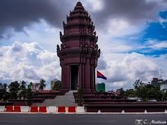 180730-14 Monument de l'Indépendance (2108 Trip) (clamato39) Tags: olympus phnompenh ville city urban urbain cambodge cambodia asia asie voyage trip ciel sky clouds nuages monument
