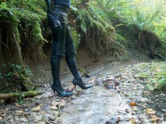 IM007338 (hymerwaders) Tags: thigh high boots latex overknee stiefel wasser nass