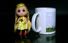 Spielpause (ingrid eulenfan) Tags: 2019 kaffeepause pausecafé coffebreak 365project kaffee espresso cappuccino cup coffeepot tasse coffee coffeetogo puppe spielzeug toy doll