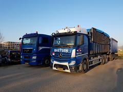 Mercedes-Benz Actros 2843 Baetsen 306 met kenteken 28-BLT-3 en MAN TGX 26.409 Derks B.V. 119 met kenteken BT-SR-86 in Bemmel 29-03-2019 (marcelwijers) Tags: mercedesbenz actros 2843 baetsen 306 met kenteken 28blt3 en man tgx 26409 derks bv 119 btsr86 bemmel 29032019 trucks truck lkw camion vrachtwagen vrachtauto nederland niederlande pays bas netherlands