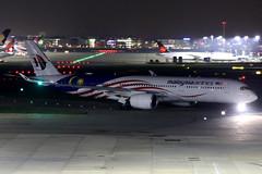 Malaysia Airlines | Airbus A350-900 | 9M-MAF | Malaysia Negaraku livery | London Heathrow (Dennis HKG) Tags: aircraft airplane airport plane planespotting oneworld canon 7d 70200 london heathrow egll lhr malaysia malaysian malaysiaairlines mas mh airbus a350 a350900 airbusa350 airbusa350900 9mmaf