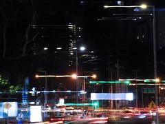 Plática de luces en la noche (Neo-noir) Tags: panama outside noche ciudad night city cielo luz light energy electric calle street