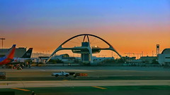 Los Angeles Int. Airport (gerard eder) Tags: world travel reise viajes america northamerica usa unitedstates losangeles laxairport lax airport runway sunset sonnenuntergang atardecer aeropuerto flughafen puestadesol architecture arquitectura architektur modernarchitecture abstractarchitecture paisajes panorama landscape city ciudades cityscape cityview outdoor
