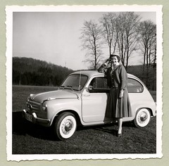 "Fiat 600 (Vintage Cars & People) Tags: vintage classic black white ""blackwhite"" sw photo foto photography automobile car cars motor fiat fiat600 seicento whitewalltyres whitesidewalltires whitewalls chrome wire spoke hubcaps wirtschaftswunder 1950s fifties skirt pleatedskirt hat blouse"