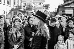 Lady in black.... (matthias-fotografien) Tags: bremen monochrome sambakarneval karneval umzug viertel