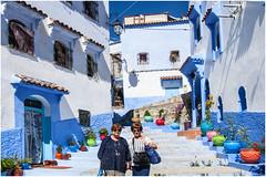 494- DOS GUIRIS EN XAUEN  - MARRUECOS - (--MARCO POLO--) Tags: calles ciudades rincones marruecos exotismo curiosidades arquitectura edificios