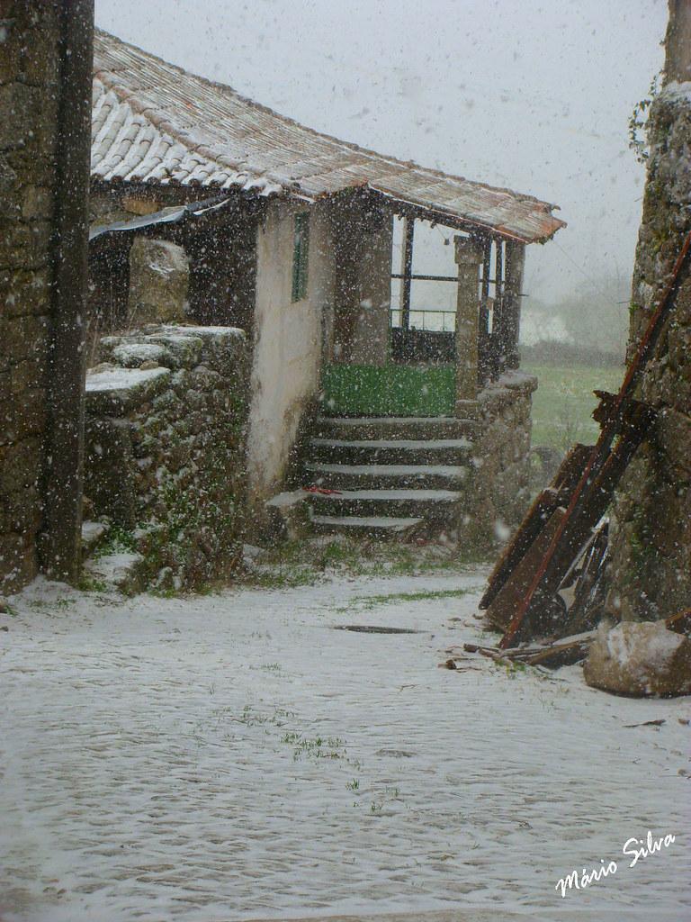 Águas Frias (Chaves) - ... Aldeia em dia de neve ...