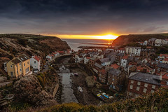 Dawn at Staithes (Kam Sanghera) Tags: staithes dawn sunrise northyorkshire north yorkshire harbour landscape seascape uk unitedkingdom england sea english coast cowbar ef1740mmf4lusm ef 1740mm f4l usm
