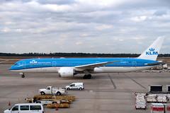 2019-012101 (bubbahop) Tags: 2019 houston texas usa intercontinental airport iah klm plane boeing787