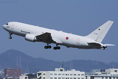 Japanese Air Self Defence Force, Boeing 767-2FKER, 87-3601. (M. Leith Photography) Tags: jasdf japan komaki boeing 767 tanker mark leith photography nikon d7200 70200vrii 200500f56 sunshine nagoya air base 404 tactive airlift flying jet aviation