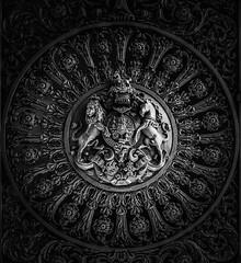 IMG_1130369 (Kathi Huidobro) Tags: highcontrast london blackwhite bw architecture monochrome ornate british metalwork gate marblearch coatofarms