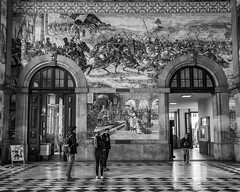 Gare de Porto (Thierry-Photos) Tags: noirblanc porto trielmarwate leica gare nb leicam8