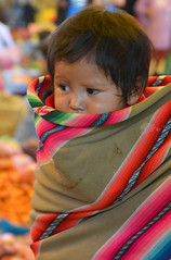 portrait enfant Bolivie_2361 (ichauvel) Tags: enfant child enfance chilhood bébé baby mignon cute lovely portrait tarabuco chuquisaca bolvie bolivia amériquedusud southamerica amériquelatine voyage travelexterieur outside travel marché market marchédetarabuco tarabucomarket surledos yamparaez