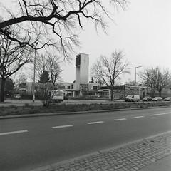 5.4.2019 Kirche Berlin  Neu Buckow Neukölln (rieblinga) Tags: berlin neukölln neu buckow kirche ev 542019 analog rollei 6008 ilford fp4 sw adox rodinal 150