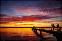 den Moment einfangen (geka_photo) Tags: gekaphoto kitzeberg schleswigholstein deutschland dampferanleger sonnenuntergang sunset förde wasser himmel wolken kielerförde