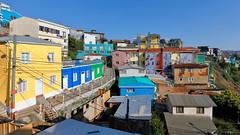 Colorful neighborhood (Arturo Nahum) Tags: arturonahum chile valparaisoregion valparaiso unescoworldheritagesite colorful hills houses travel