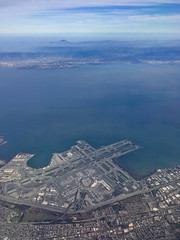 Over SFO (Cjin99) Tags: unitedstates us california ca unitedairlines ua433 sfo sanfranciscointernationalairport aircraft airplane airport runway aerial