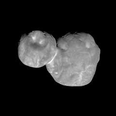 Ultima Thule, Deconvolved (sjrankin) Tags: 28january2019 edited grayscale ultimathule newhorizons asteroid comet processed deconvolved primage