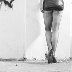 legs - Hera VIII (KnutAusKassel) Tags: frau woman girl female femme model fotomodel photomodel beauty schönheit beine legs bw blackandwhite blackwhite nb noirblanc monochrome black white schwarz weiss blanc noire blanco negro schwarzweiss grey gray grau einfarbig fineart art heraisabellmodel hera schuhe shoes