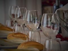 Protocolo (Luicabe) Tags: alimento botella brillo cabello celebración copa cristal enazamorado interior luicabe luis mantel mesa pan reflejo yarat1 zamora zoom