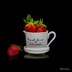Strawberries (Magda Banach) Tags: canon canon80d sigma150mmf28apomacrodghsm blackbackground colors fruit green macro nature porcelain red strawberries