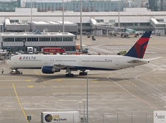 Delta Air Lines B767-432ER N831MH pushing back at MUC/EDDM (AviationEagle32) Tags: munichairport muc eddm flughafenmunich flughafenmunchen munich munchen franzjosefairport flughafenfranzjosef bavaria flughafen germany deutschland airport aircraft airplanes apron aviation aeroplanes avp aviationphotography avgeek aviationlovers aviationgeek aeroplane airplane airbus arrivals planespotting planes plane flying flickraviation flight vehicle tarmac delta deltaairlines skyteam boeing boeing737 boeing767 767 b767 b767400er b767432er b764er b764 n831mh