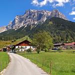 Ehrwald - Ortsmitte (33) - Blick aufs Zugspitzmassiv thumbnail