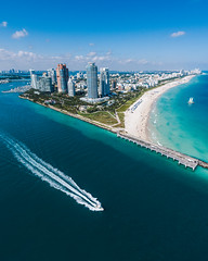Light traffic (mano.photo24) Tags: helicopter miami beach sand ocean water blue boat speedboat sunny florida usa