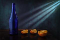 Orange Blues (fotobagaluten.de) Tags: orange blue blues blau gelb yellow bottle lightrays lichtstrahlen stillife stillleben