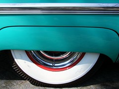 red and white circle (theodehaan) Tags: white wheel vintage car american turkois chrome shining