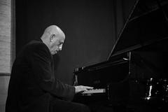 _DSC3181 BN WEB PR (FgJZgZ) Tags: bn bw blackandwhite blancoynegro noiretblanc biancoenero monocromo monochrome piano pianista jazzman livemusic concert larryporter jazz