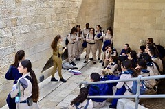 Jerusalem, February 2019 (Waldek P.) Tags: jerozolima jerusalem izrael israel street oldtown staremiasto cittavecchia żołnierki army armia kobiety donne uniform mundur wojsko