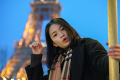 Look! | Paris France (Paul Tocatlian | Happy Planet) Tags: paris france night nightphotography candidphotography candid eiffeltower trocadero asiafavorites