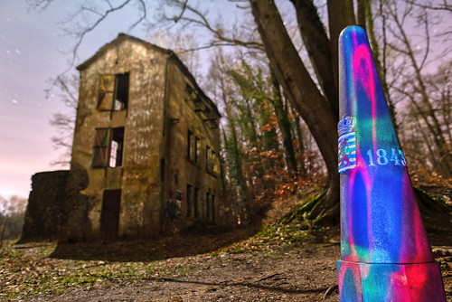 Light painting on the boundary stone