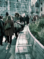 People On Highline Bend at 30 St (sjnnyny) Tags: afsnikkor28300mmf3556gedvr d750thehighline people nyc nycparks farwestchelsea stevenj sjnnyny manhattan streetphoto visitny walking