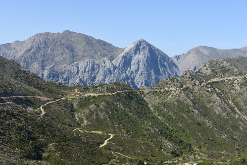 Poria pass with Mts Volakias, Gingilos and Strifomadi behind