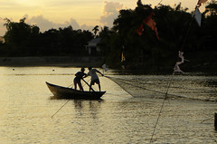 It fishes tu the sunset - Hoi An Vietnam (Pietro D'Angelo2012) Tags: fishermen landscapes vietnam