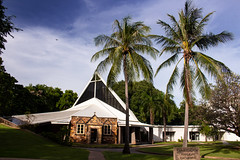 Christ Church Cathedral, Darwin (betadecay2000) Tags: architektur baum himmel landstrase gras darwin northern territory australia australien city church kirche aglekanische religion haus house building ozeanien palme palmen northernterritory outdoor