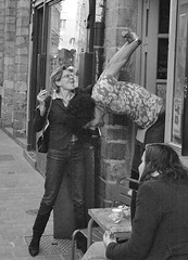 (cyril.crn) Tags: lille france nord eruope candid blackwhite blackandwhite bw street streetphoto people stretch bar outside