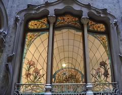 Casa Felip (1905),  carrer Ausias March 20, Barcelona. (Modernista, Dissenyada per Telm Fernández i Janot). (heraldeixample) Tags: vitrall vitral vitraller design rigalt glasgemälde stainedglass witraż beirateakvitrail gloinedhaite ステンドグラス mtebbgħinħġieġ 彩色玻璃 กระจกหุง stainedglasswindow heraldeixample bcn barcelona spain espanya españa spanien catalunya catalonia cataluña catalogne catalogna arquitectura architecture architekture pensaernïaeth 架构 arkitektur architettura สถาปัตยกรรม arkitettura modernisme artnouveau modernstyle tiffany jugendstil sezessionstil wienersezession stile900 floreale liberty telmfernandez ngc
