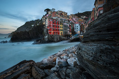 Living on the Rocks (Maximilian Fellermann) Tags: 2018 italy cinque terre water rocks waves sunrise houses coast