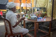 Pemangku (kuuan) Tags: manualfocus mf voigtländer15mm cvf4515mm 15mm bali indonesia sonynex5n festival temple preparations offerings pemangku pray ceremony