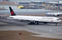 Air Canada | Boeing | 777-333ER | C-FITU (TFG Lau) Tags: vhhh hkia hkg hongkong hongkonginternationalairport shalowan airplane aeroplane aircraft aviation plane planespotting spotting canon canoneos eos eos5dmarkiii ahkgap aircanada aca ac boeing boeing777 b777 b77w 777 cfitu staralliance star