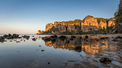 Tonsai beach low tide reflections (hjuengst) Tags: thailand reflection reflektionen spiegelung beach tonsai railey cliffs felsen kalksteinfelsen limestone krabi